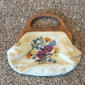 Beautifully embroidered vintage purse! Great find!